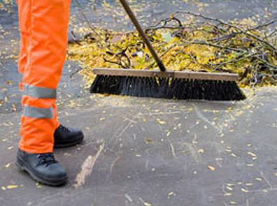 Уборка прилегающих территорий и крыш в Москве